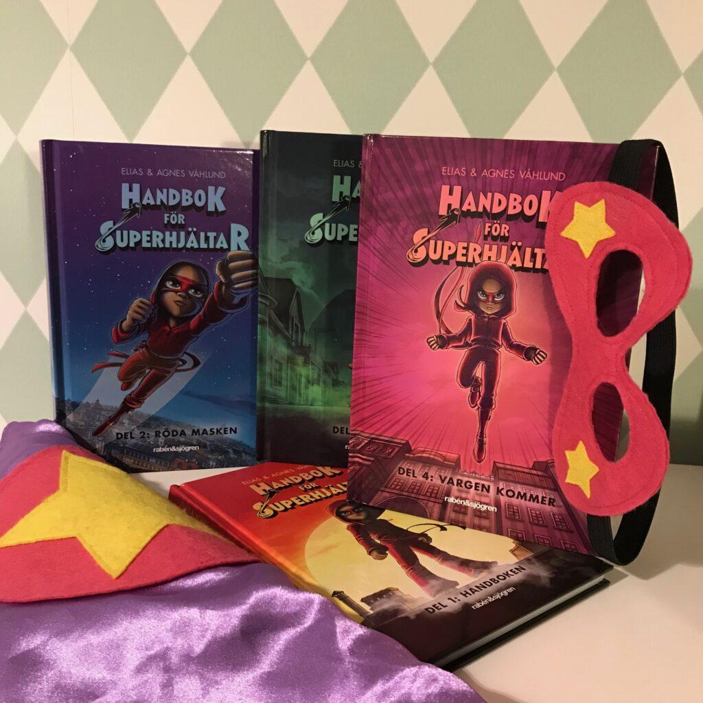 """Serien """"Handbok för superhjältar"""" av Elias och Agnes Våhlund. Om mobbing och superkrafter. Rabén & Sjögren."""