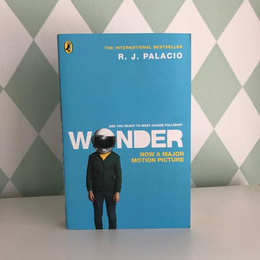 Boktips barn. Wonder av R J Palacio. Barnens boktips.
