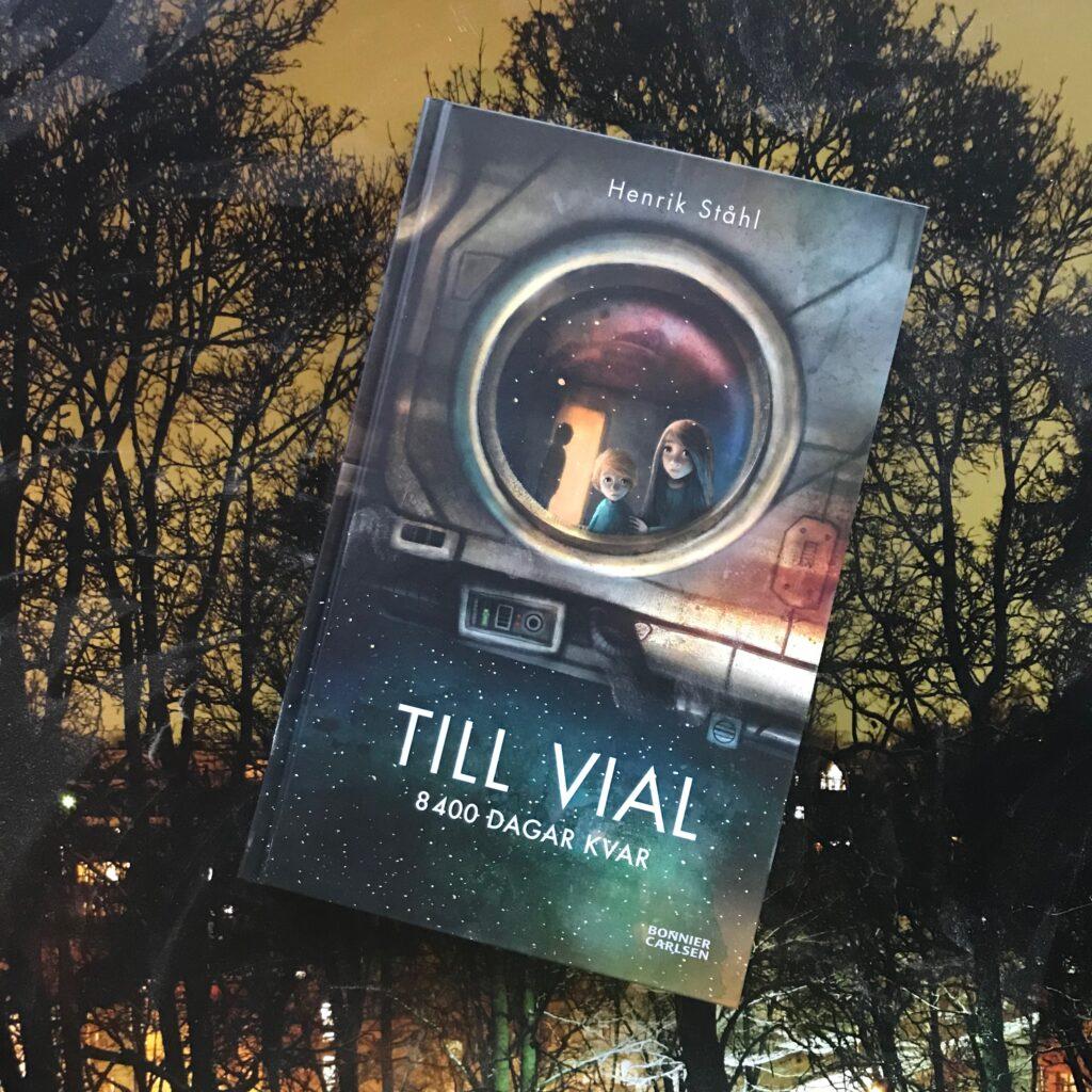 """Boktips barn. """"Till Vial: 8400 dagar kvar"""" av Henrik Ståhl."""