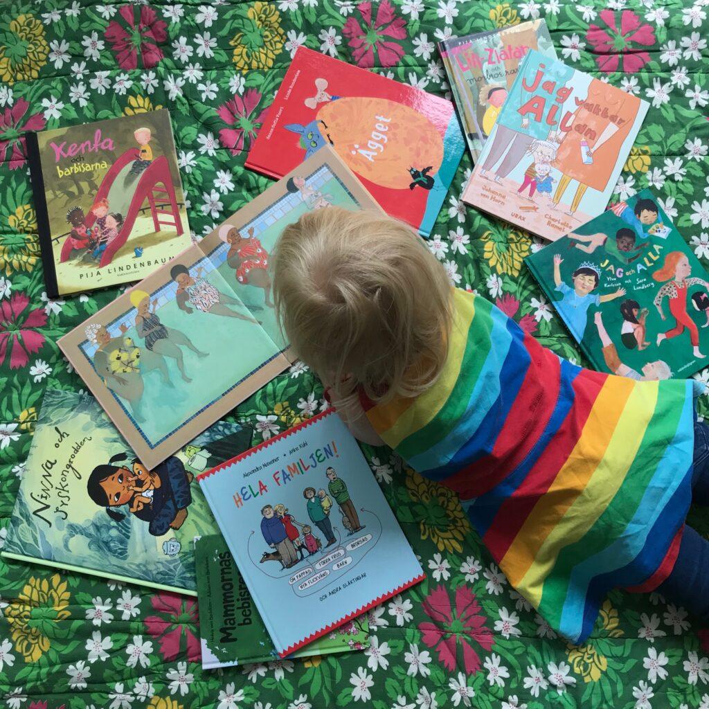 Bilderböcker med pridetema. Barnens boktips. Läsande barn.