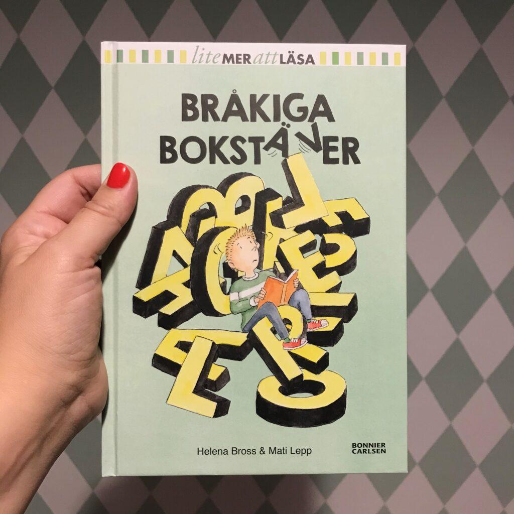 Boktips dyslexi. Bråkiga bokstäver av Helena Bross och Mati Lepp. Barnens boktips.