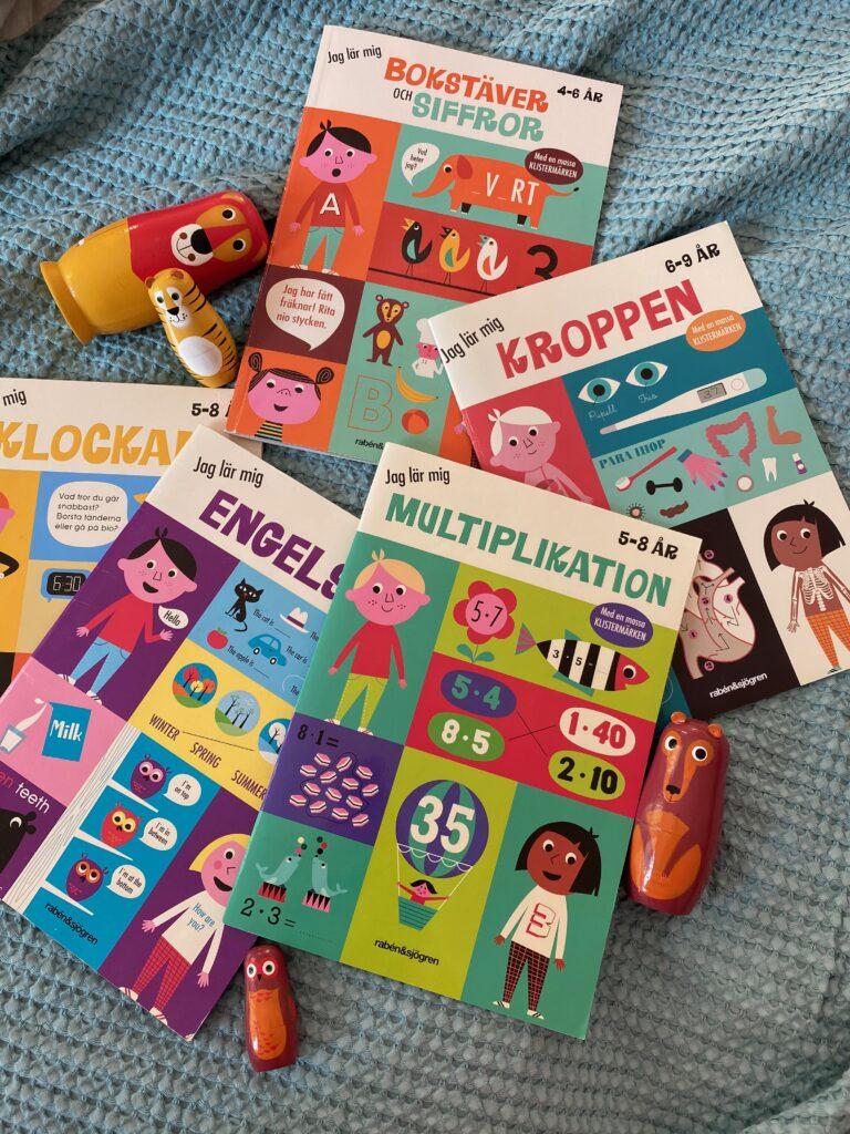 Pysselböcker för barn med representation